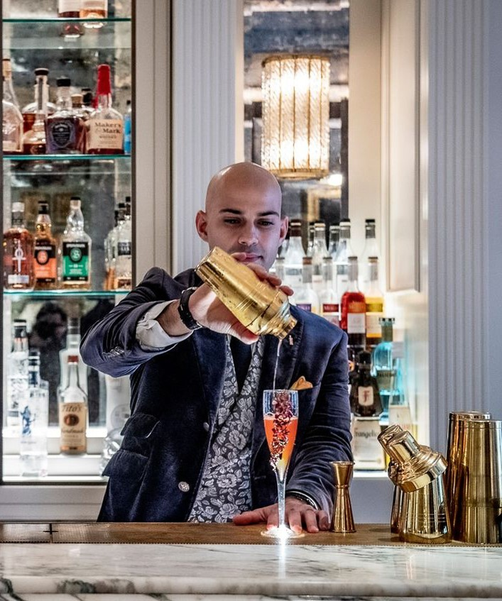 Tiago Mira giving a final touch to the cocktail