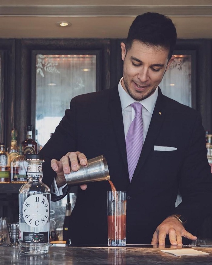 Luca Rapetti pouring a cocktail